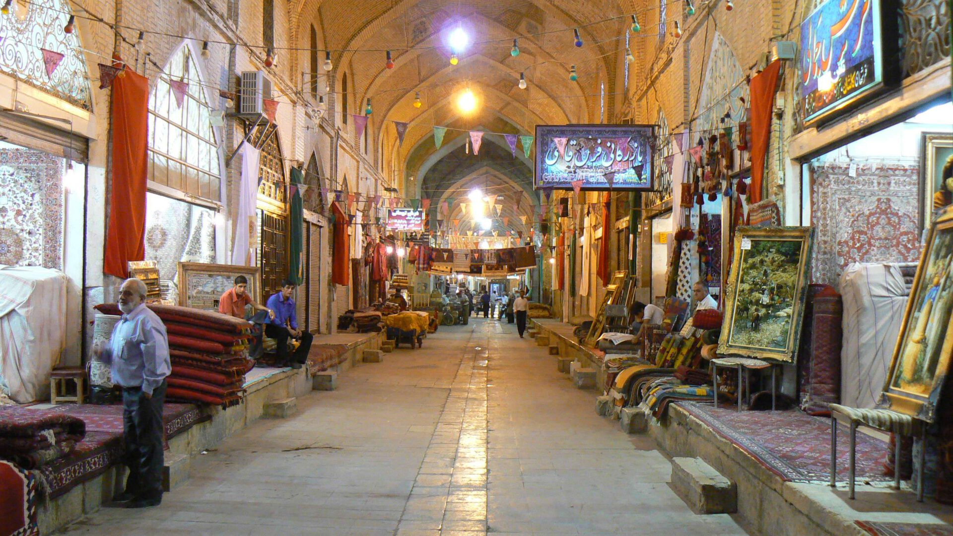 دانلود-رایگان-پاورپوینت-بازار-وکیل-شیراز-2